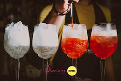 Goditi i cocktail proposti dal nostro Lounge Bar con il suggestivo sfondo regalato dalla scogliera del Faro S.Croce, una tra le coste più BELLE di tutta la Sicilia.