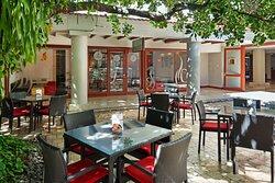 Essenza Coffee Shop Courtyard