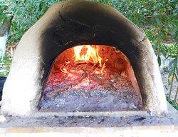 Odun ateşinde pişiriyoruz