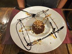 Dolce al cioccolato fondente e caramello salato
