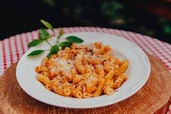 Don't be upsetti, eat some spaghetti. (Não fique triste, coma macarrão)