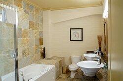 Cottage Suite Bathroom