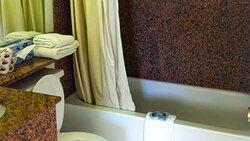 MH OaktreeInnAndSuites OklahomaCity OK Guestroom TwoBedroomSuite