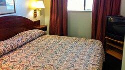 MH OaktreeInnAndSuites OklahomaCity OK Guestroom KingSuite