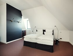 Double Room LBed