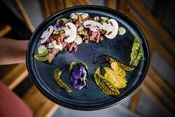 beef tartare / whiskey / champignons
