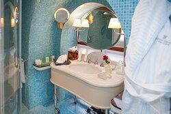 Bathroom of Dome Honeymoon Suite