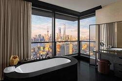 Deluxe Bund View Suite - Bathroom
