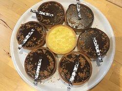 Desserts allant des tartes aux fruits, aux tiramisus, fondants au chocolat, tarte tatin ; chaque jour un nouveau dessert !