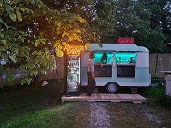 Und Abends mit Beleuchtung. Bei schönem Wetter haben wir Donnerstag bis Samstag bis 21 Uhr geöffnet.