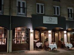 Restaurant in de avond
