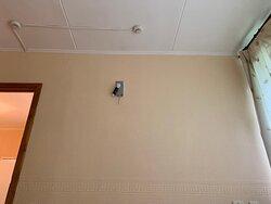 такой вот светильничек смотрит на вас в спальной люксового номера.