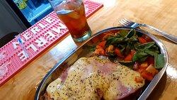Menú del día al mediodía, muy abundante y delicioso
