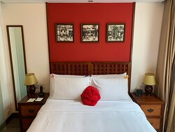 Bed and room with Chinese motif decor