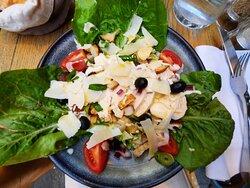 La salade Caesar.