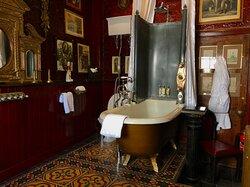 The Inner Sanctum en-suite bath/shower room.