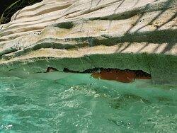 Kaputte Verkleidung des Pools im Aqua Mundo
