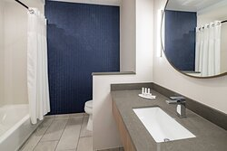Guest Bathroom - Tub/Shower Combo