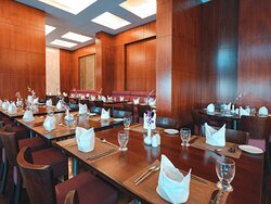 Al Diwan Restaurant  Offering the world's finest flavors under one roof, Al Diwan restaurant is famous for its delectable buffets and family friendly atmosphere as it serves an International Breakfast with global standards, Variety of Lunch buffets and entertaining Themed Nights. And to keep the guests happy, Al Diwan offers 2 upgraded brunch buffets during the weekend filled with mouthwatering options and live cooking stations.