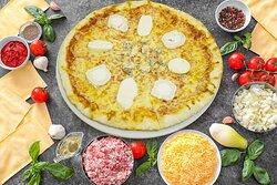 Pizza 4 Fromages Sauce tomate, Mozzarella, Buffala, Roquefort, Chévre