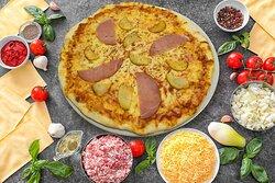 Pizza Savoyarde Sauce tomate, Mozzarella, Bacon, Pommes de terres