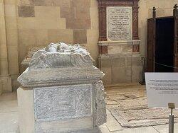 Graves of the Zapolya royal family .