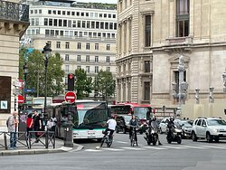 Royssi bus to CDG Airport - 13 Euro fee.