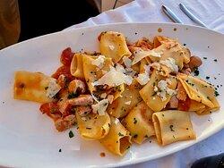 Paccheri con amatriciana di tonno, cipolla,olive taggiasche pomodoro e pecorino romano