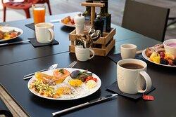 Frühstück auf der Gartenterrasse