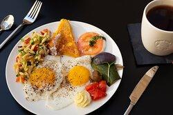 Herzhaftes Frühstück vom Buffet