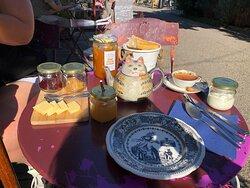 Petit déjeuner et accueil royal aucune hésitation 3 choix de petit dej TOP !!