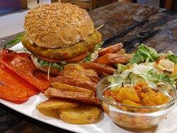 Burguer vegana. Con salsa tahina, verduras asadas y chutney de manzana