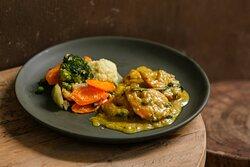 Camarão ao curry com legumes