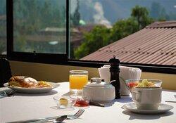 Disfruta de un excelente desayuno para reponer y cargar energías con una vista excepcional del Valle Sagrado Sur y siéntete listo para seguir descubriendo la tierra de los Incas!!!
