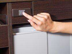 冷蔵庫スイッチ(入室時はオフですので、ご利用の前にオンにしてください)