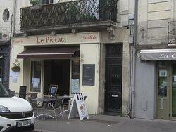 Restaurant La Clef du Ponton. Vue 2. à Droite, Au 8 Rue Rouget de L'Isle. à Côté du Restaurant Le Piccata. Août 2021. TOURS.