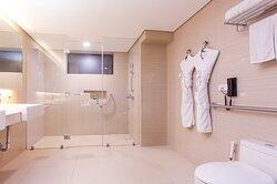 Business Suite A Bathroom