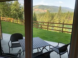 Imagine waking up to this view every day. My wife and I loved sitting on the patio watching the blue Columbia river flow by..!!