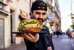 Tous les mois, retrouvez le burger du mois, spécialement préparé par le chef !