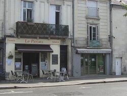 Restaurant La Clef du Ponton. Vue 5. à Droite, Au 8 Rue Rouget de L'Isle. à Côté du Restaurant Le Piccata. Août 2021. TOURS.