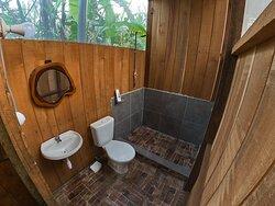 baños en cada habitaciòn con agua tibia