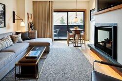 The Cloudveil Suite - Living Room & Fireplace