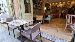 Tables at Raki Ba Raki, photo by placescases.com