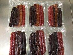德记腊味三宝配套,包括腊肉,腊肠和润肠