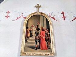 Une église charmante dans un village qui ne l'est pas moins. Le village Cantalou d'ALLY en Auvergne ne s'est pas adapté à un tourisme de masse, il est resté plus fade que d'autres situés à proximité (Salers par exemple) mais c'est aussi son charme. Son patrimoine mérite que l'on s'y intéresse. L'église Saint Férréol (anciennement Saint-Vincent) et le château de la Vigne sont deux monuments remarquables, protégés par les M.H. 1987 pour l'église et 1991 pour le château.