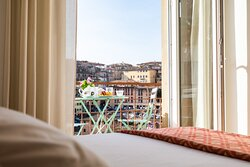 camera standard con balconcino e vista città. standard room with bacony and view on medioeval town. you can see th full view from th web site.