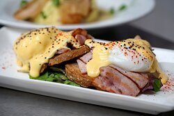NAUGHTY BENEDICTE Poached eggs, smoky bacon, mustard hollandaise, grilled tartines