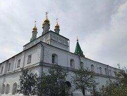 Очень красивый и ухоженный монастырь