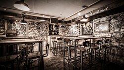 Restaurant Bar Schulhaus UNSER LIEBLINGSFACH! Unser Lieblingsfach, besser gesagt, unser Wunsch ist es aber euch glücklich bzw. satt zu machen. Wir hoffen, dass ihr euren Aufenthalt/Schulstunden bei uns genießt und vielleicht die ein oder andere lustige, schreckliche, spannende Erinnerung an eure Schulzeit hochkommt.