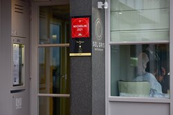 Toegangsdeur restaurant Sel Gris
